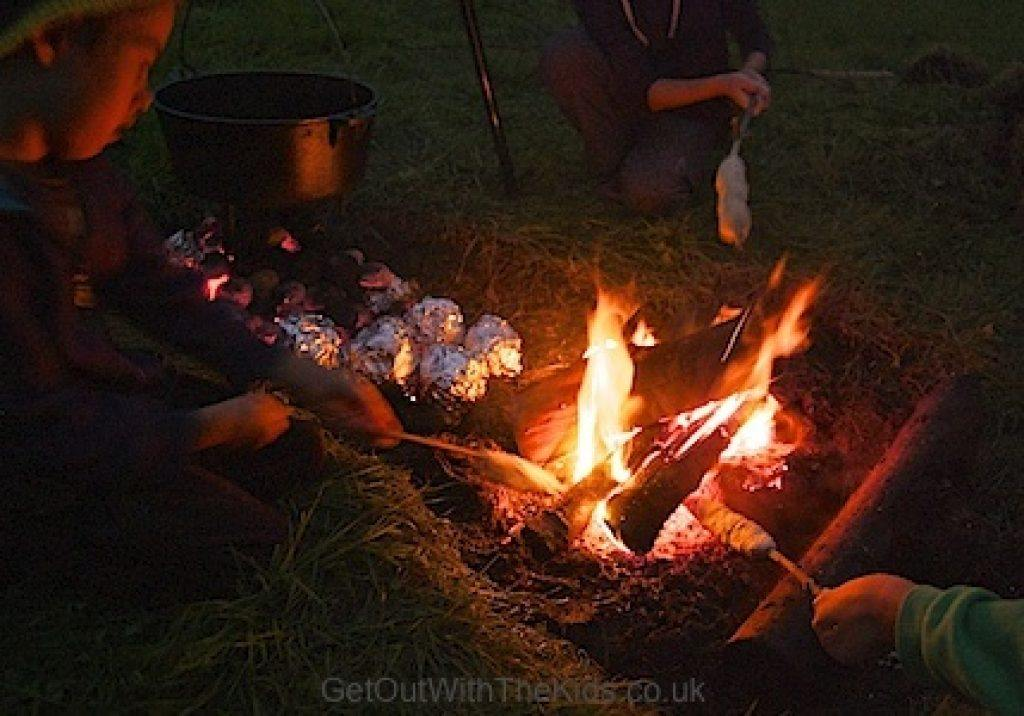 Family campfire cooking at Nipstone Camping