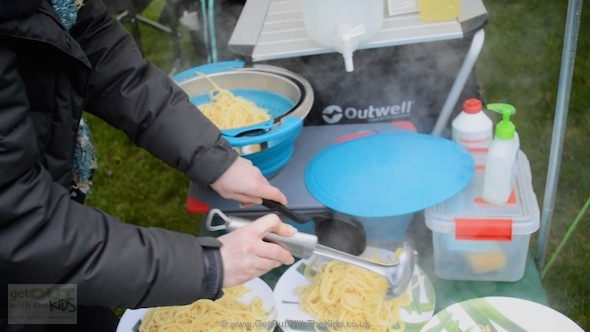 Using the collapsible cookware