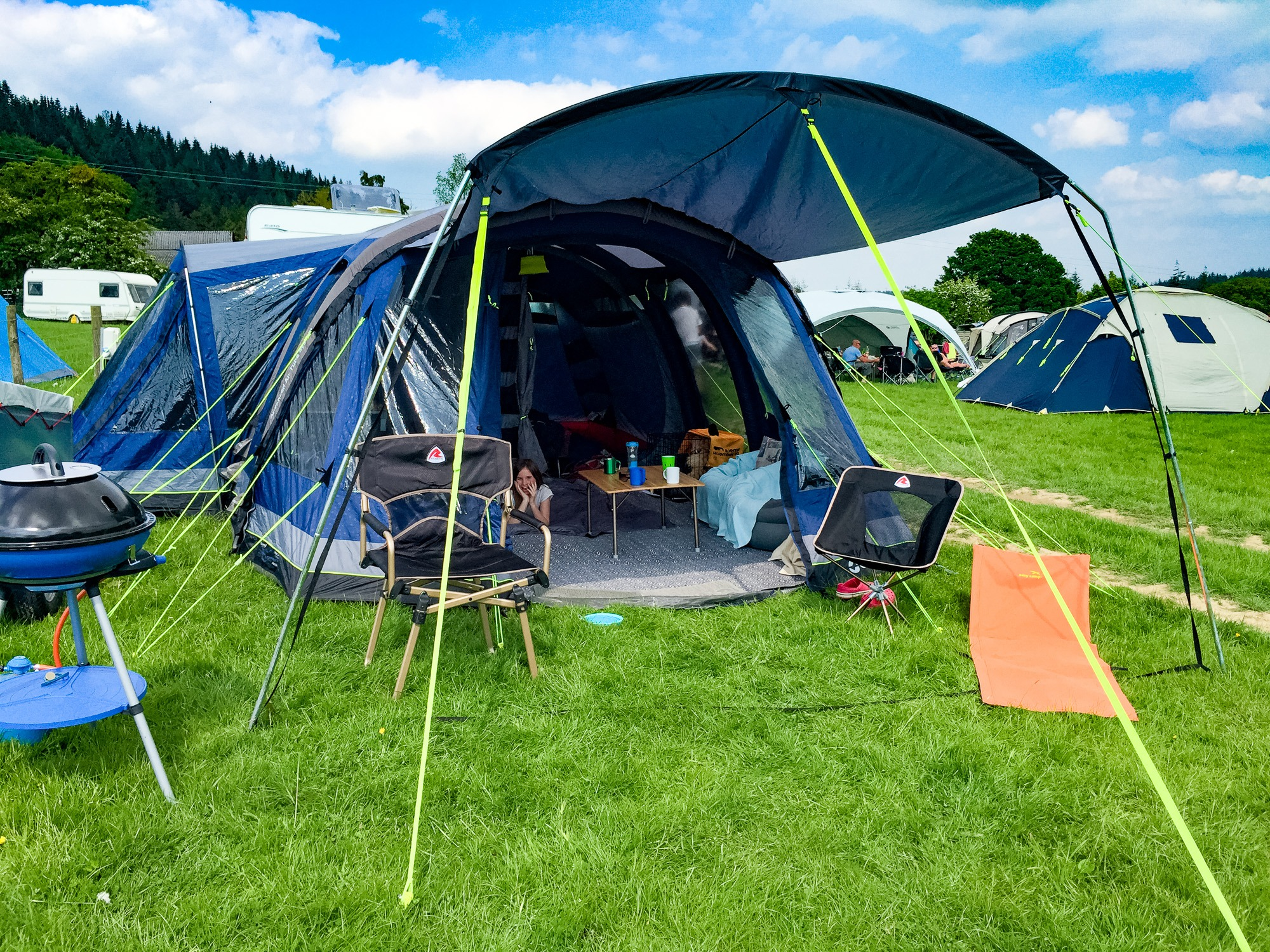 We try the new Outwell Smart Air tent & An Inflatable Monty? We try the new Outwell Smart Air tent - Get ...