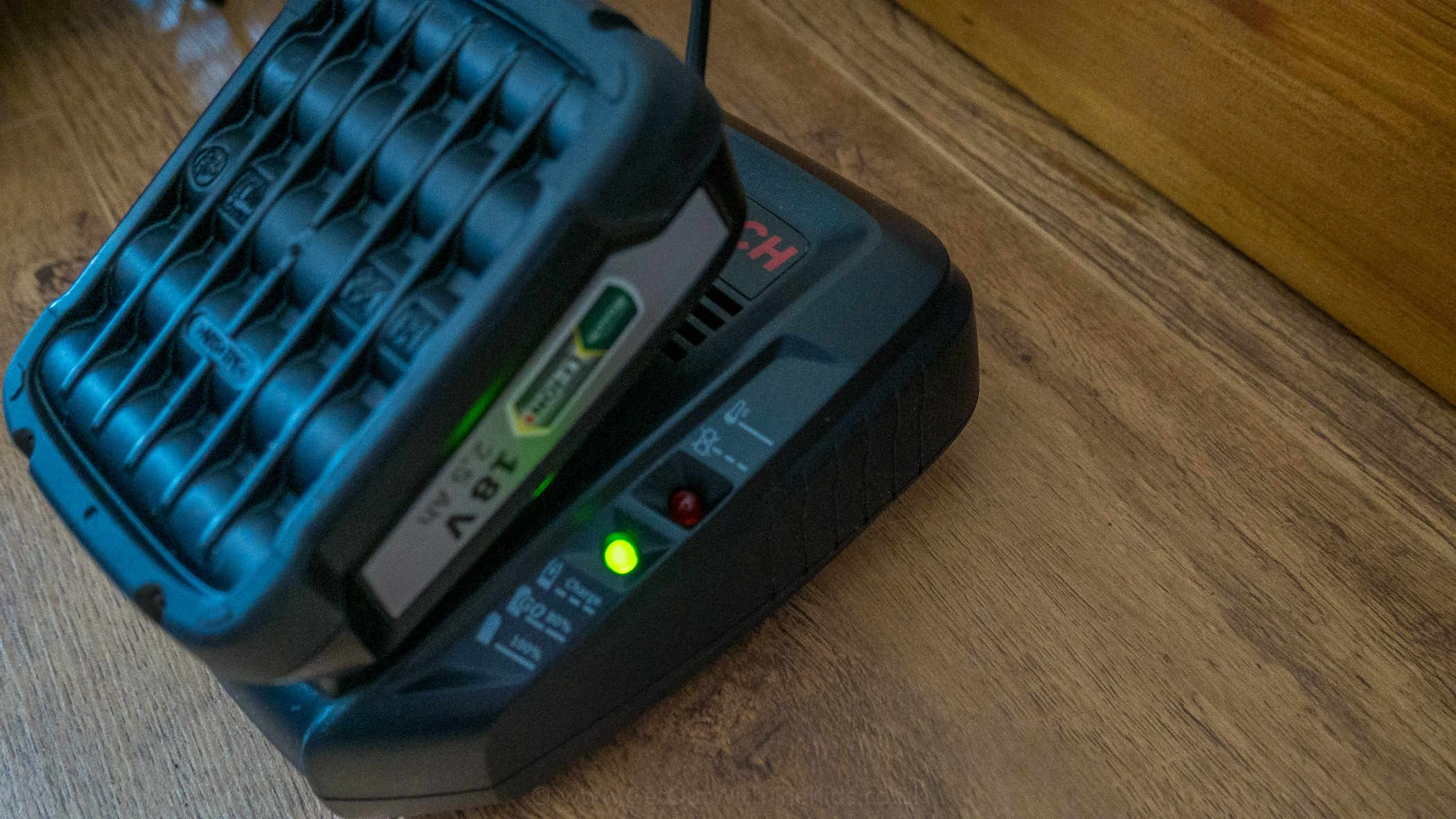 Charging the Bosch Fontus battery pack