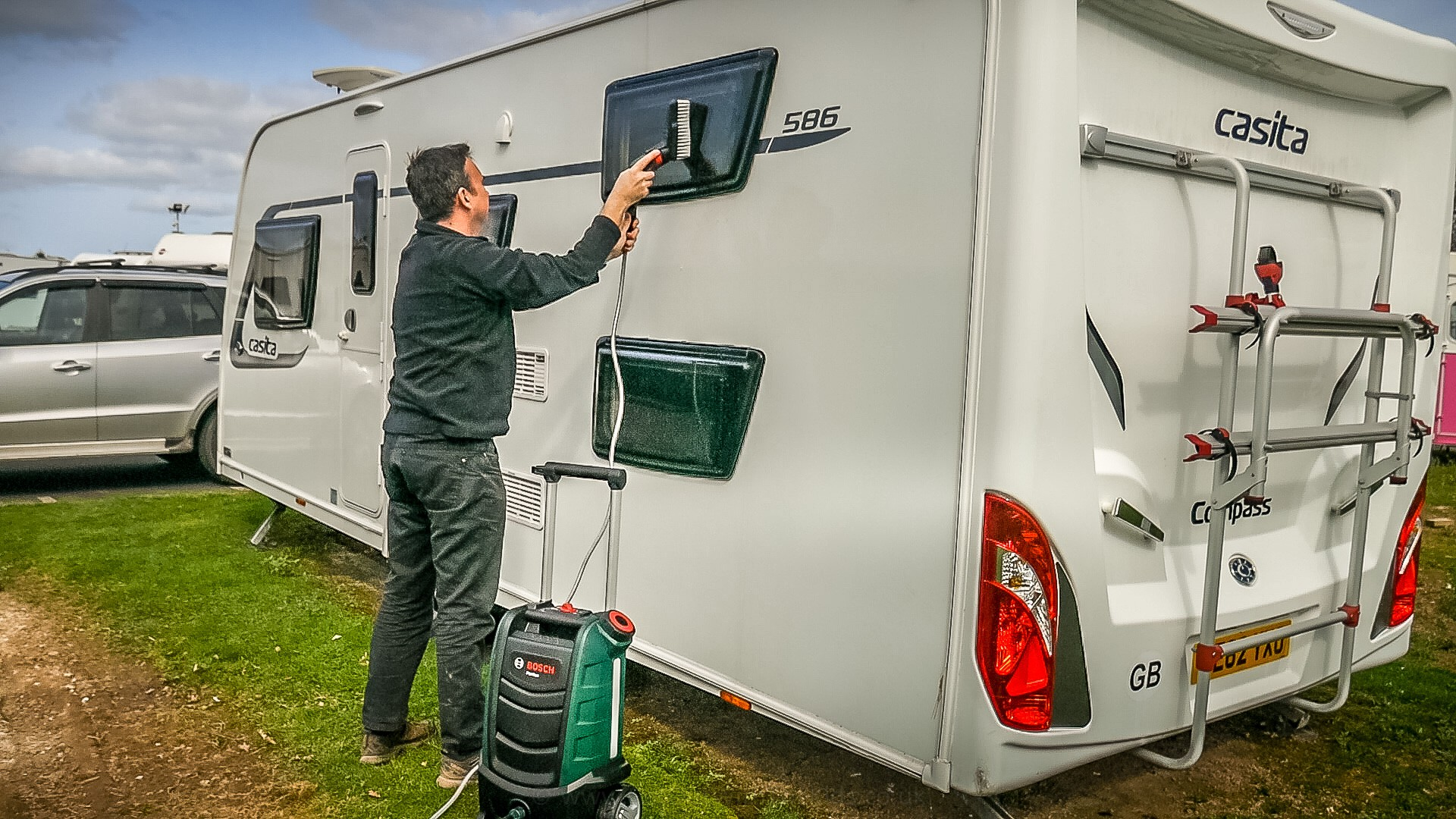 Washing our caravan with the Bosch Fontus